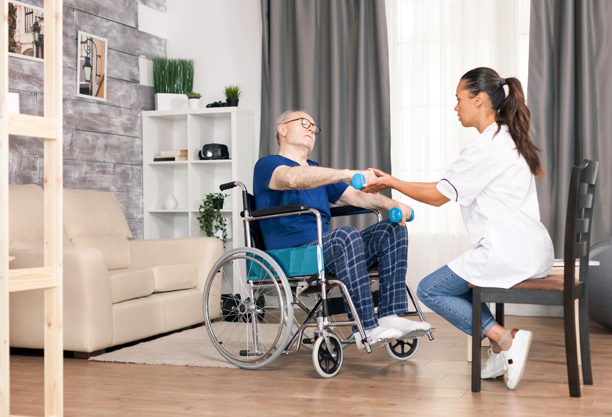 Los atrasos en las ayudas a la dependencia están complicando la vida de muchas personas mayores y discapacitadas